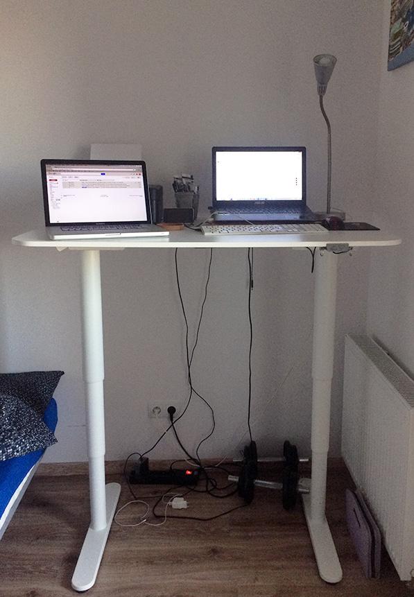 Moje biurko, pozycja stojąca i siedząca